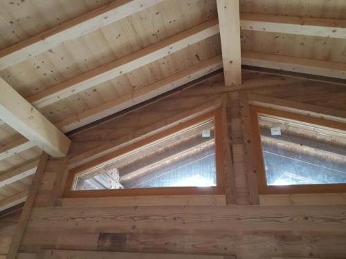 Fenêtre trapèze chalet bois
